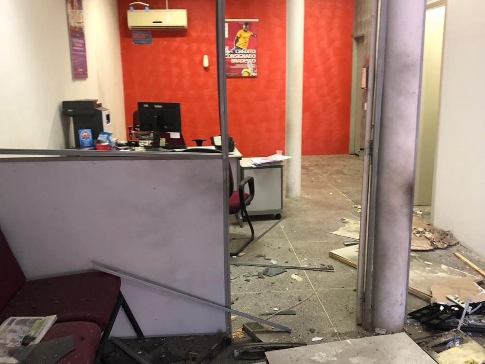 Criminosos explodem banco e atiram contra prédio policial pela segunda madrugada seguida no Ceará