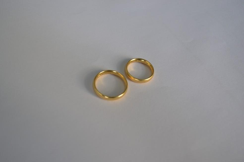 Alianças foram devolvidas para o casal vítima de assaltante que engoliu as joias (Foto: Divulgação/SAP)