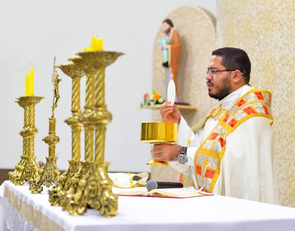 Padre Thaigo Bruno de São José dos Quatro Marcos (Foto: Facebook/Reprodução)