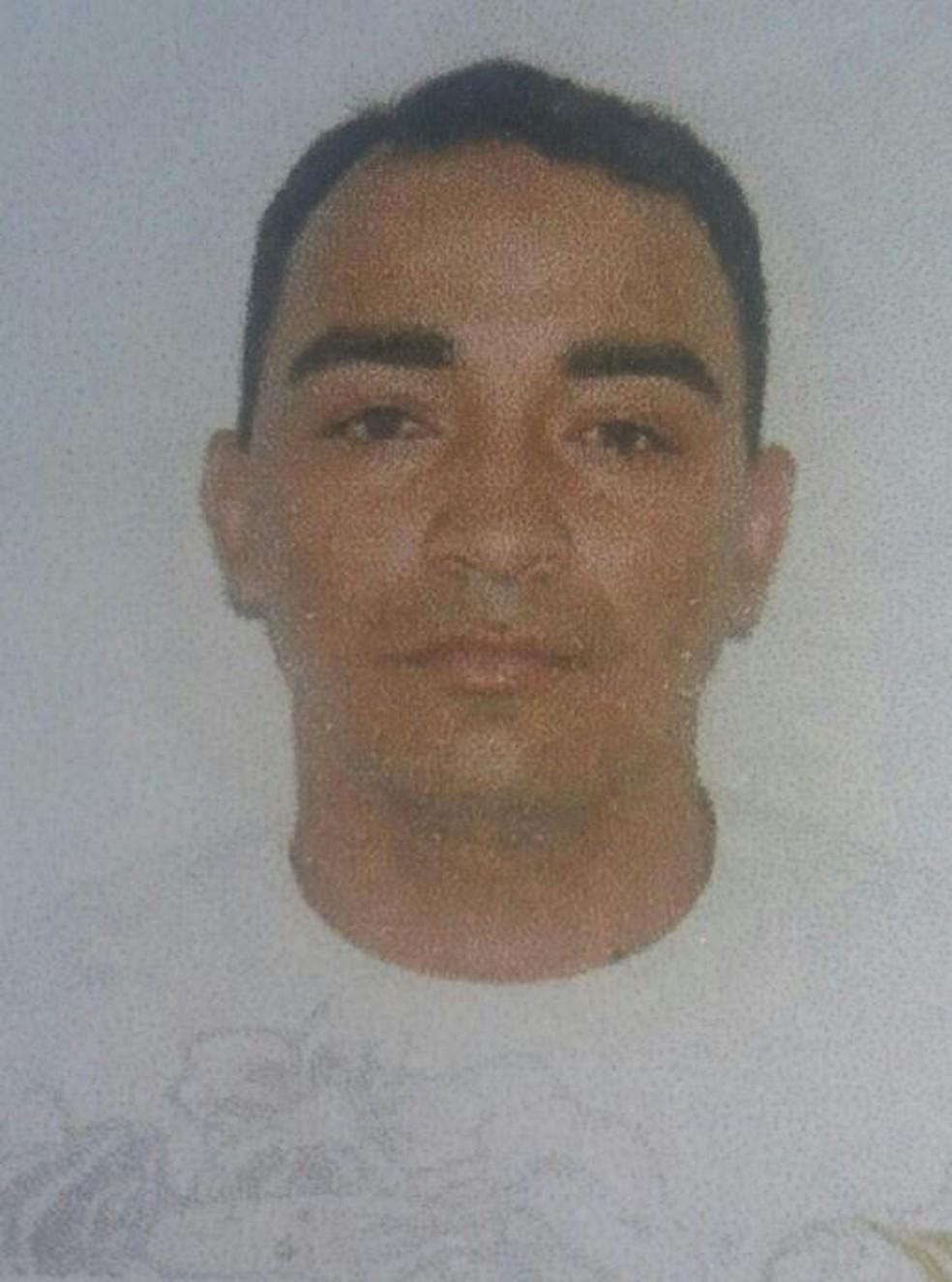 Edmilson Fernandes da Silva, de 38 anos, morreu no local (Foto: Arquivo pessoal)