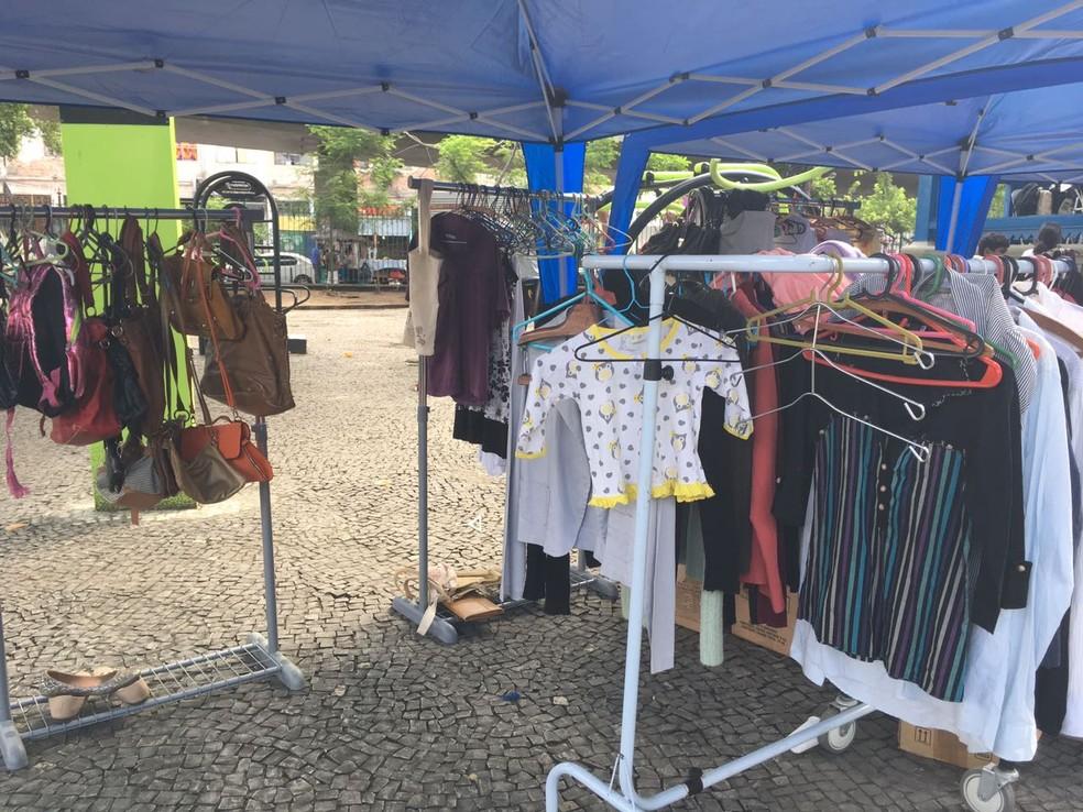 Resultado de imagem para Cabide Solidário fornece roupas para entrevistas de emprego,em Porto Alegre,RS.
