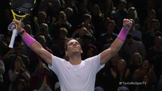 Nº 1 do mundo, Nadal quase leva pneu de russo, mas vira 3º set incrível e vence no ATP Finals