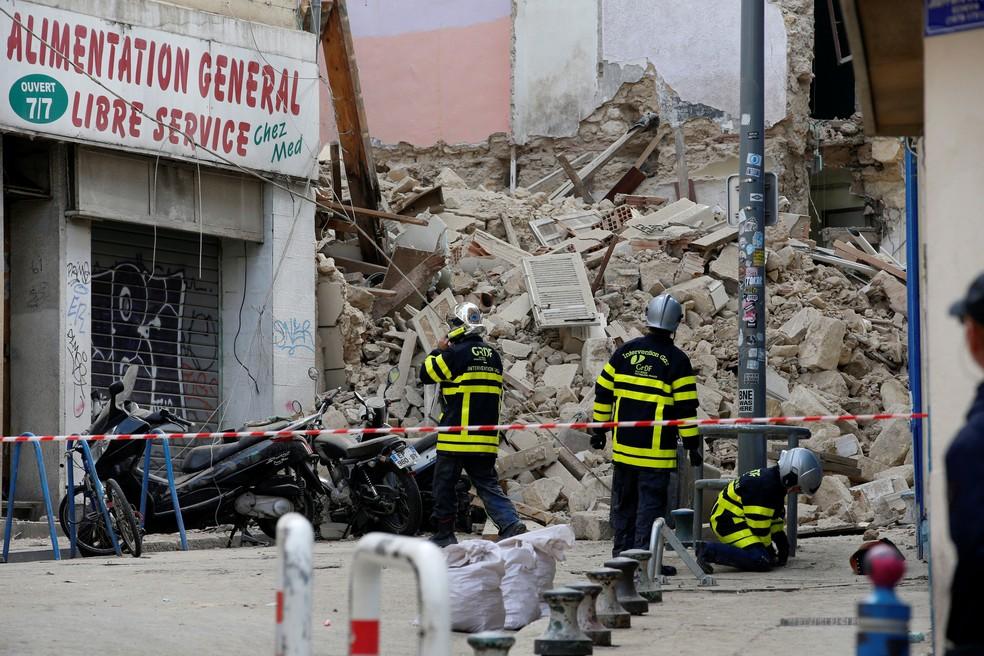 marseille - Cinco corpos são retirados de edifícios que desabaram em Marselha, na França