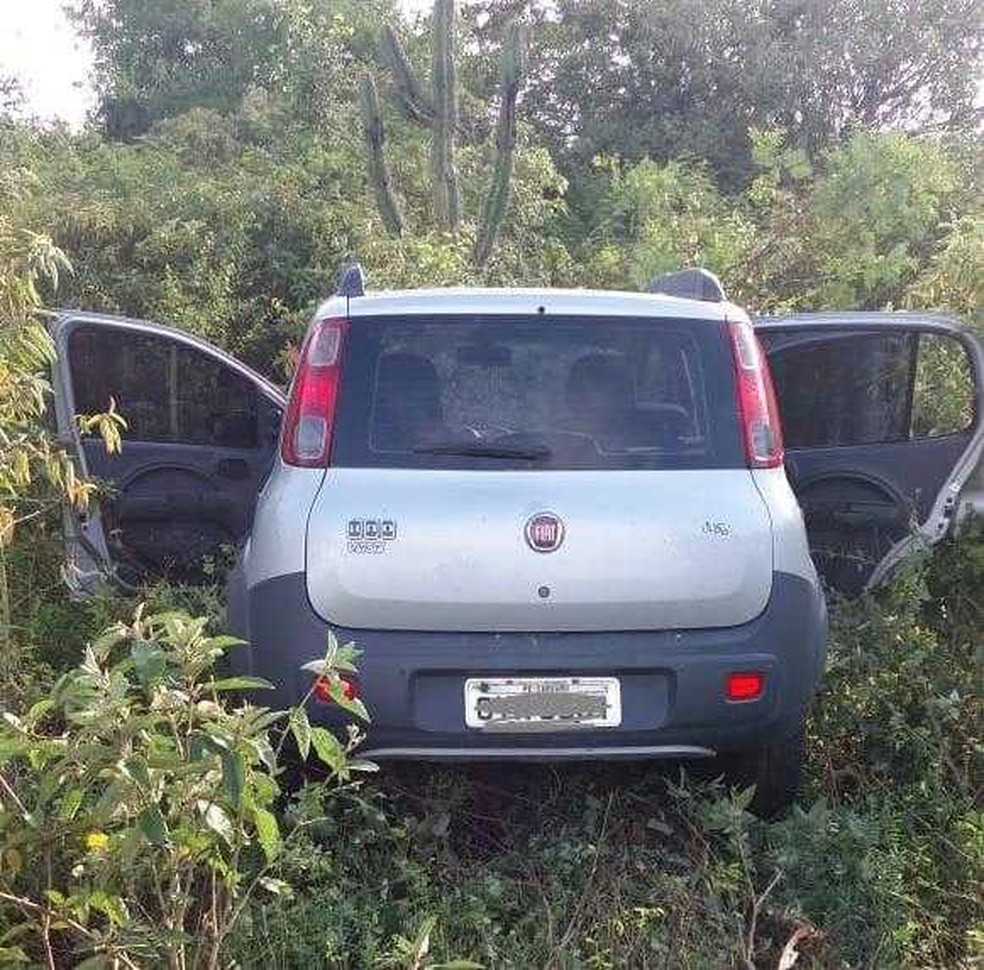 Carro apreendido pela PRF em Caruaru — Foto: Polícia Rodoviária Federal/Divulgação