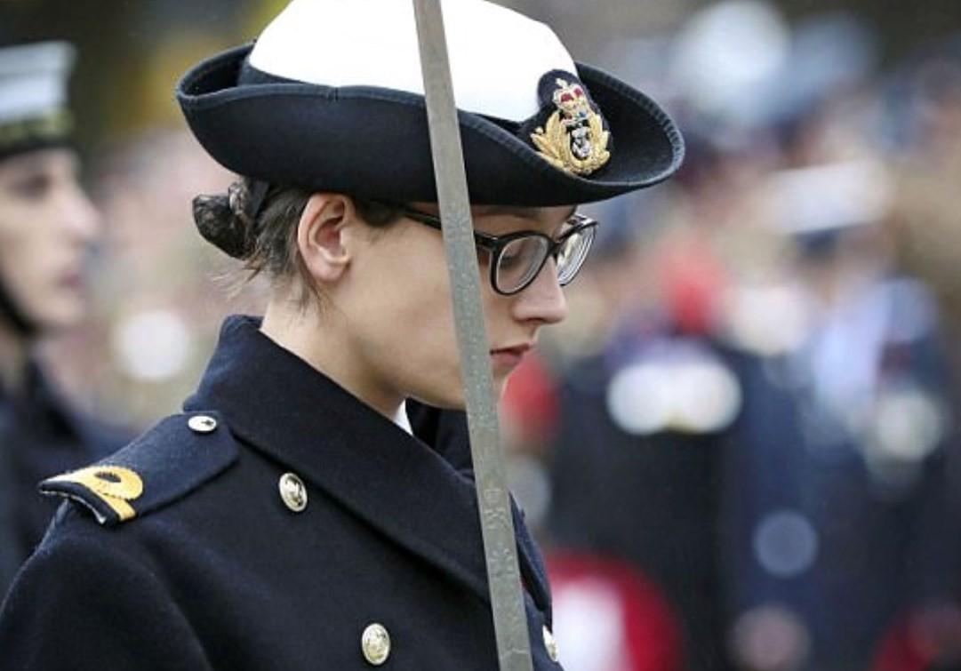 Rebecca Edwards homenageia britânicos mortos em conflitos armados
