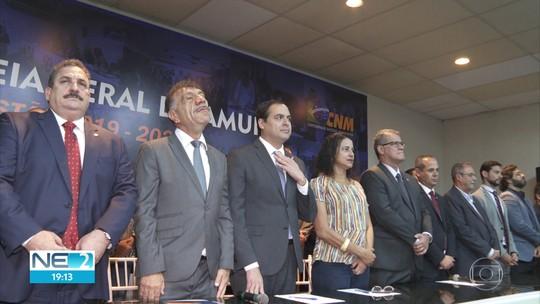 Amupe reelege presidente e governador anuncia liberação de verbas para municípios