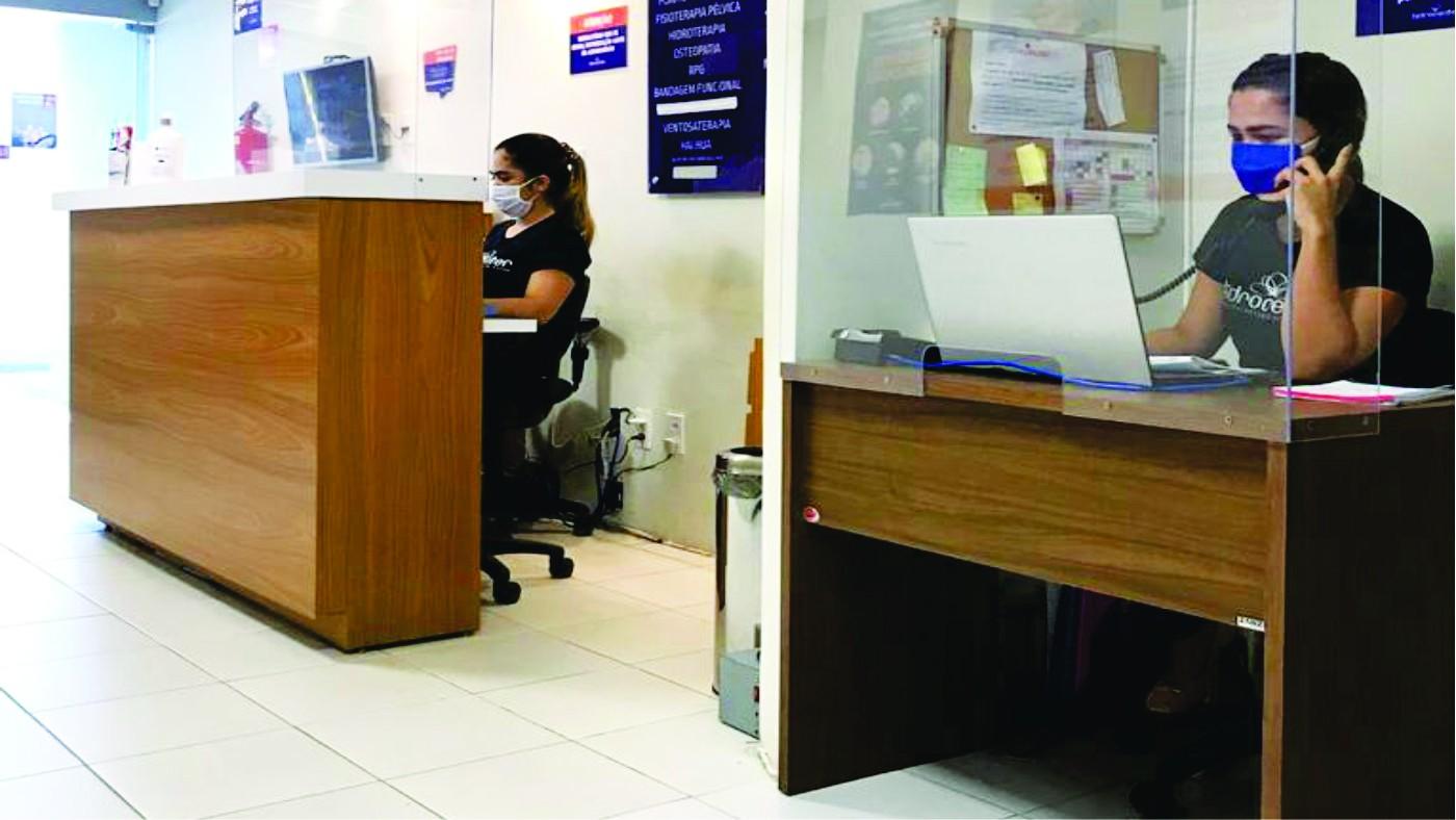 Negócios de medicina e saúde reabrem com cuidados redobrados