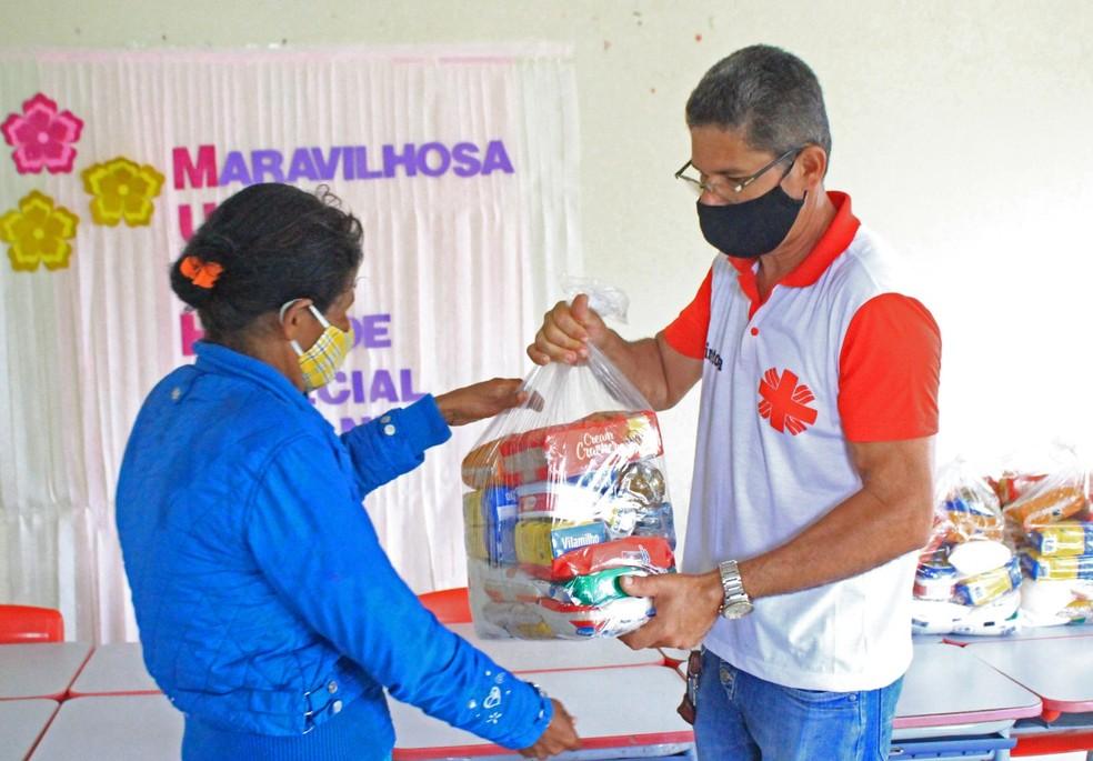 Doação de cestas básicas no Agreste e Sertão de Pernambuco — Foto: Cáritas Diocesana de Pesqueira/Divulgação