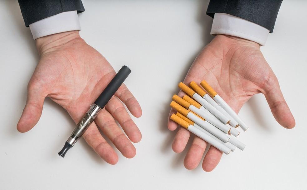 Diferenças entre cigarro eletrônico e cigarro convencional não diminuem dependência  — Foto: Getty Images