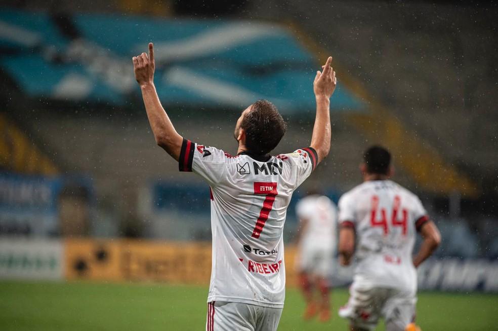 Everton Ribeiro voltou a jogar bem e fez gol pelo Flamengo — Foto: Alexandre Vidal / CRF