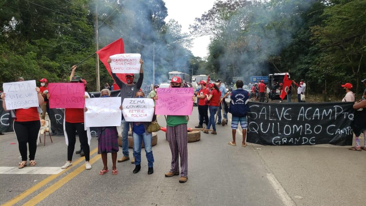 MST realiza protesto e interdita trecho da BR-116, em Governador Valadares