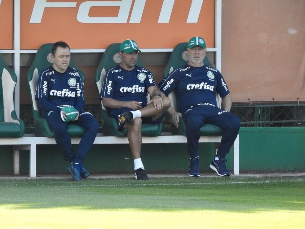 Andrey Lopes, Sidnei Lobo e Mano Menezes na Academia de Futebol do Palmeiras — Foto: Felipe Zito