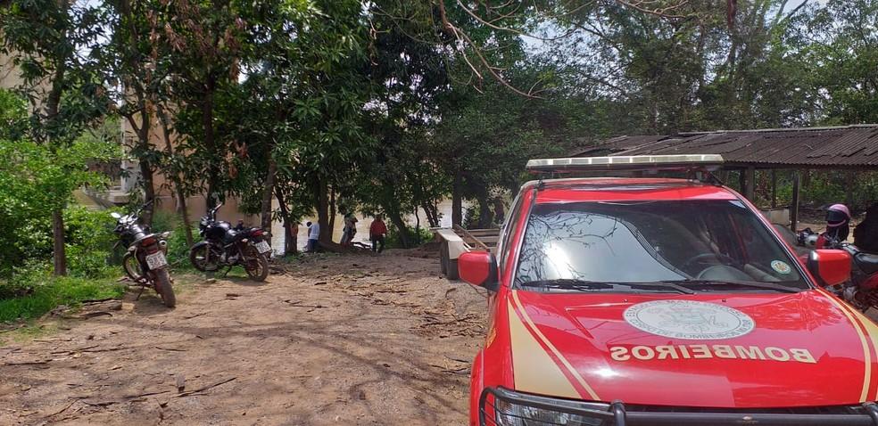 Corpo de Bombeiros faz buscas na Passagem da Conceição, em Várzea Grande, região metropolitana de Cuiabá — Foto: Ianara Garcia/TV Centro América