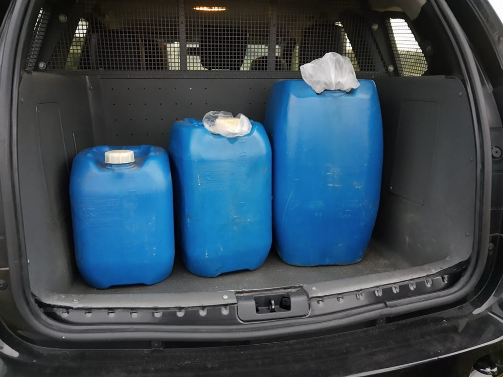 Apenas em maio suspeito desviou cerca de 1 mil litros de gasolina, segundo a Polícia Civil — Foto: Polícia Civil/Divulgação