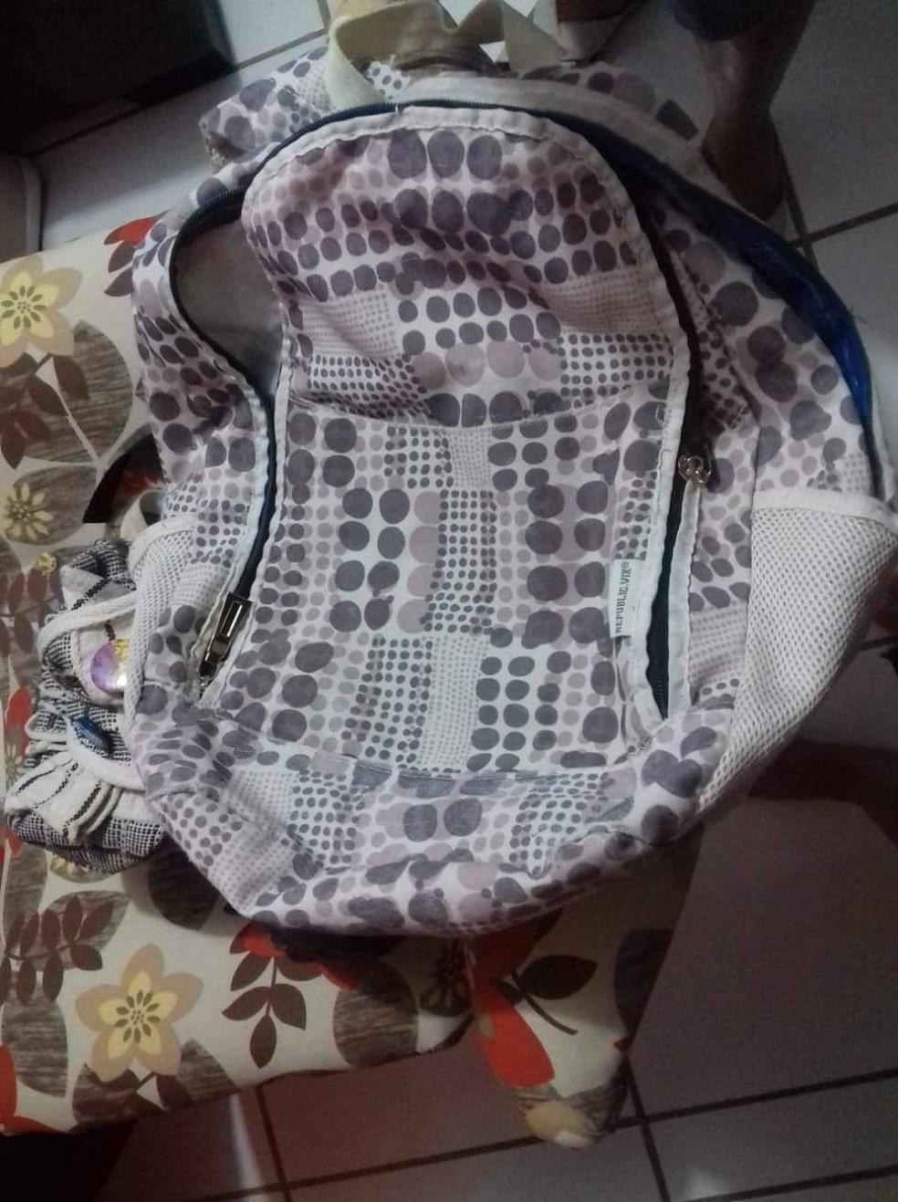 Recém-nascida foi deixada dentro de uma mochila. — Foto: Arquivo Pessoal