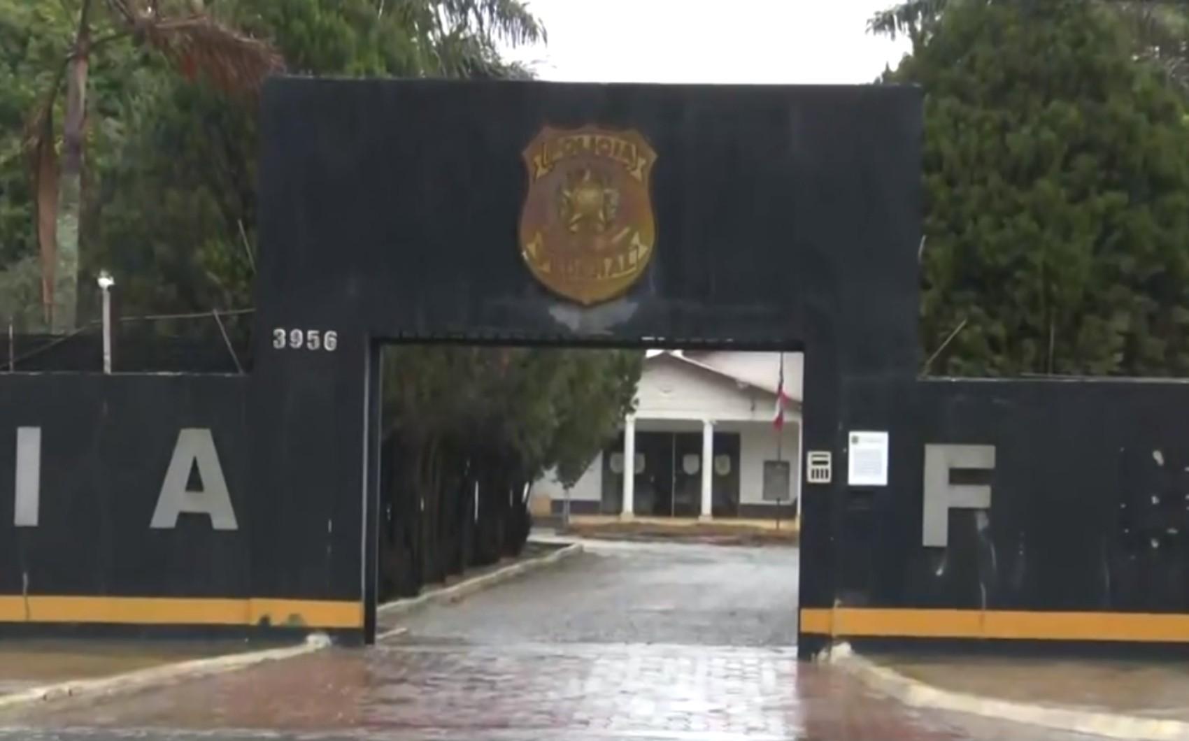 Operação da PF cumpre mandados de busca e apreensão contra suspeitos de contrabando de cigarro no sudoeste da Bahia