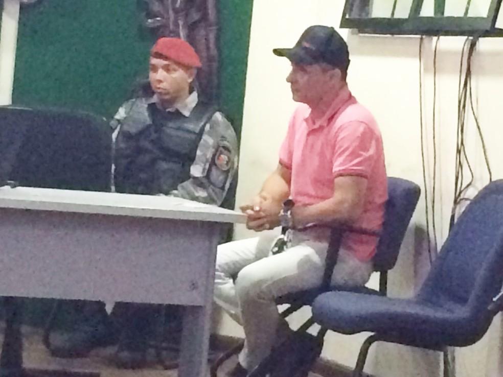 Lailson Lopes, o 'Gordo da Rodoviária', destituiu advogado durante o júri em 2017. Nesta quarta, ele voltou a recusar defesa e recebeu voz de prisão — Foto: Michelle Rincon/Inter TV Cabugi