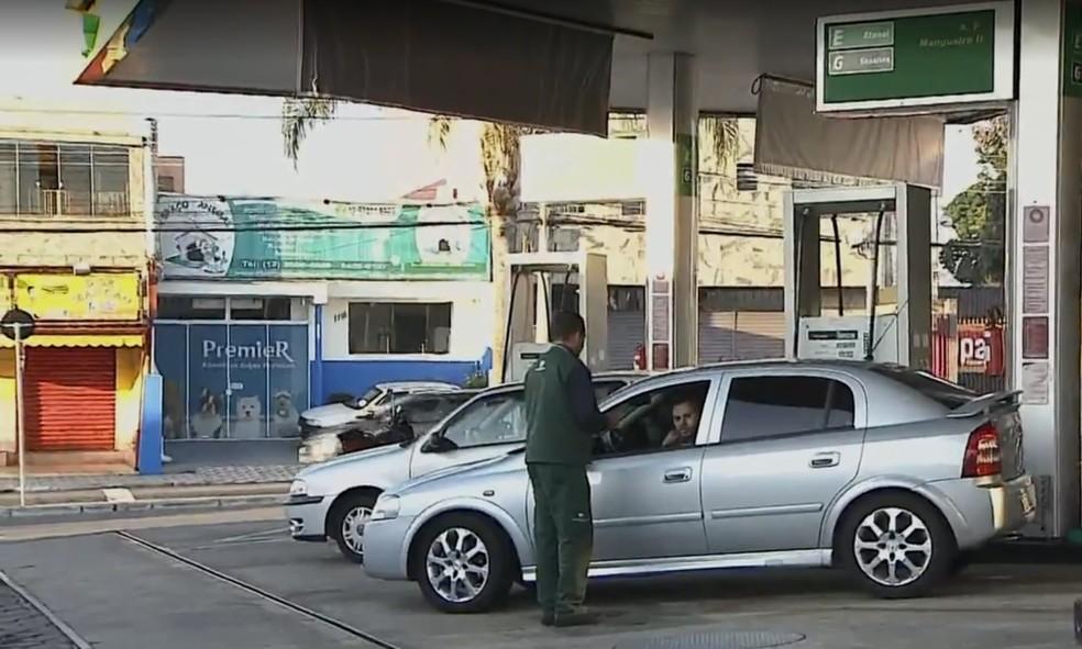 Gasolina e etanol estão em falta nos postos em Taubaté (Foto: Reprodução/ TV Vanguarda)