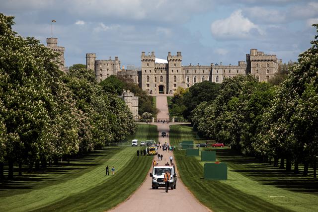 Os jardins do Great Windsor Park; Ao fundo, o fantástico e gigantesco Castelo de Windsor, o local favorito da rainha Elizabeth II  (Foto: Getty Images)