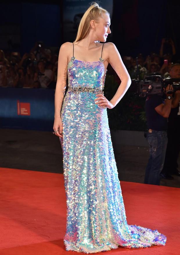 Dakota Fanning e seu vestido dos sonhos: Miu Miu (Foto: Getty Images)