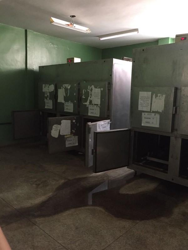 Geladeiras estão superlotadas e local tem extremo mau cheiro (Foto: Divulgação/MPPI)