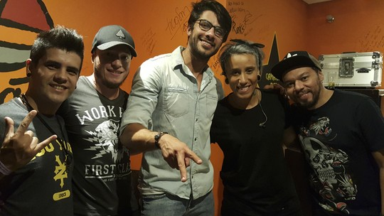 Ex-BBB Renan Oliveira vai a show da Turne, do 'SuperStar', e conta: 'Pretendo estudar música'
