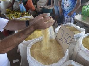 Farinha de mandioca está 21,22% mais em conta, diz Seplan (Foto: John Pacheco/G1)