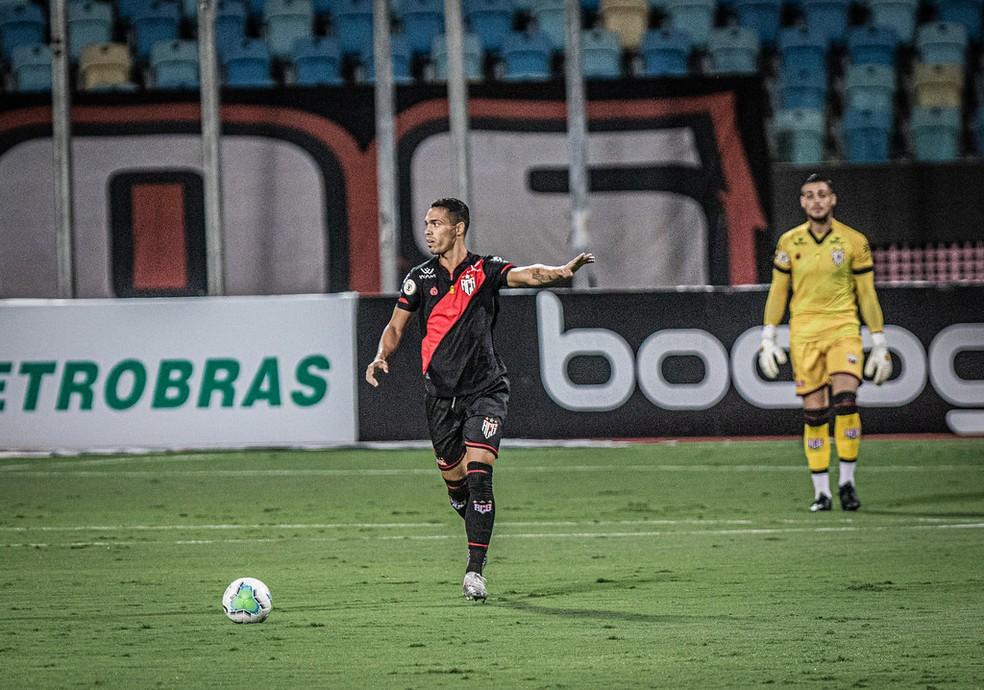 Éder vem se firmando na defesa do Dragão — Foto: Heber Gomes / Atlético-GO