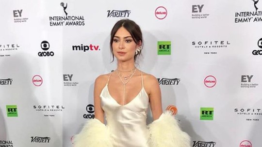 José Loreto, Thaila Ayala e Rômulo Arantes Neto exibem looks de gala no Emmy 2018
