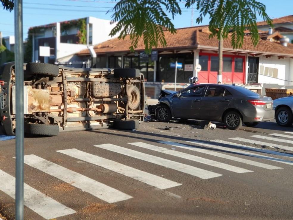Segundo o Corpo de Bombeiros, ninguém ficou ferido, mas acidente complicou o trânsito na região — Foto: Divulgação