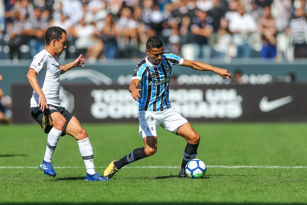 Cícero atuou ao lado de Jailson no meio-campo (Foto: Lucas Uebel/Grêmio)