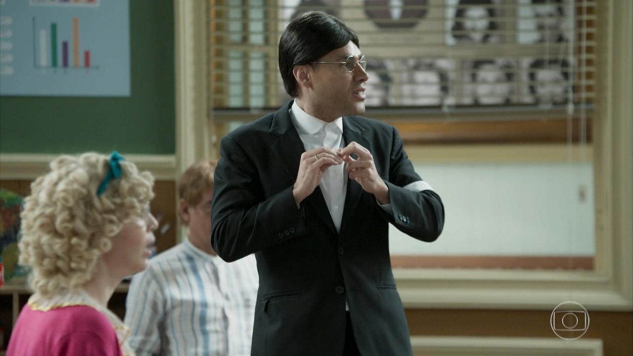 Batista tenta ficar sozinho com Professor Raimundo