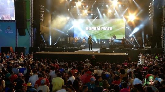 Romim Mata e seus sucessos de paredão no show Encanta Ceará