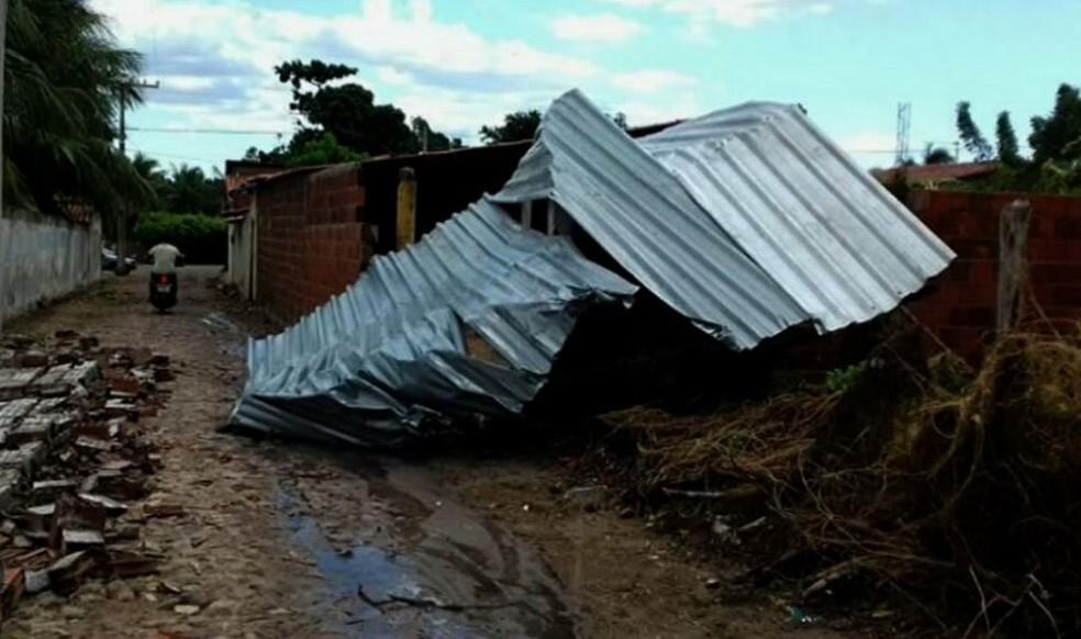 Ventos em Viçosa do Ceará alcançaram velocidades de 85 km/h (Foto: TV Verdes Mares/Reprodução)