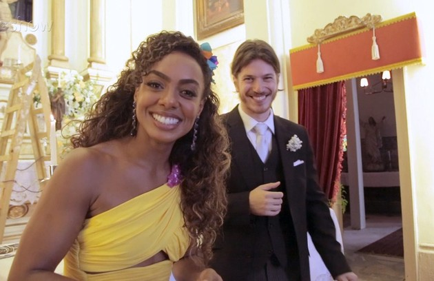 Dandara (Dandara Mariana) e Quinzinho (Caio Paduan) voltarão a formar um casal no desfecho da trama das 19h. Ele aceitará acompanhá-la numa turnê internacional (Foto: TV Globo )