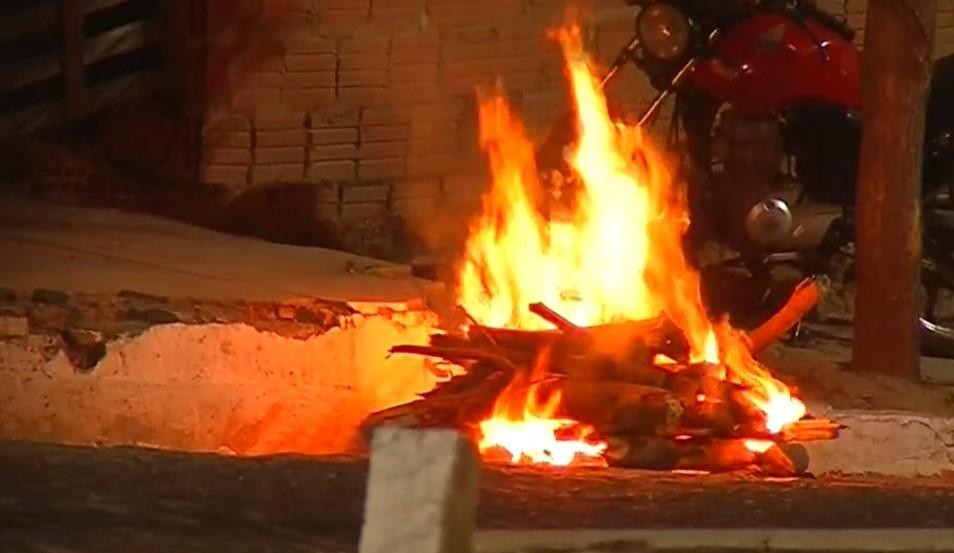 Mesmo com proibição, fiscalização flagra fogueiras acesas em Juazeiro do Norte, no Ceará