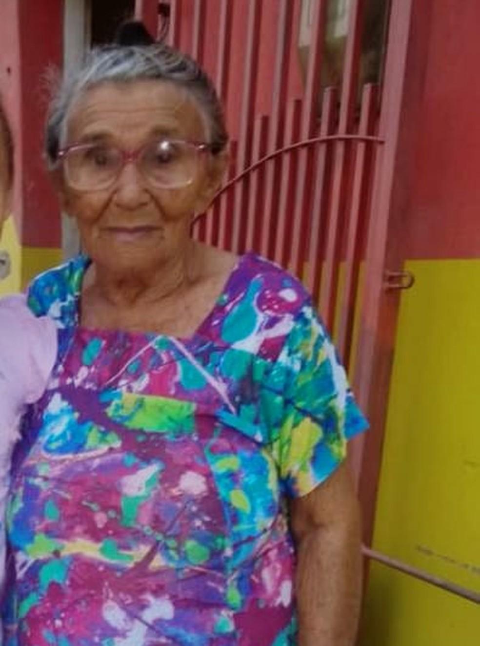 Antônia Maria tem 82 anos e mora em Areia Branca — Foto: Cedida pela família