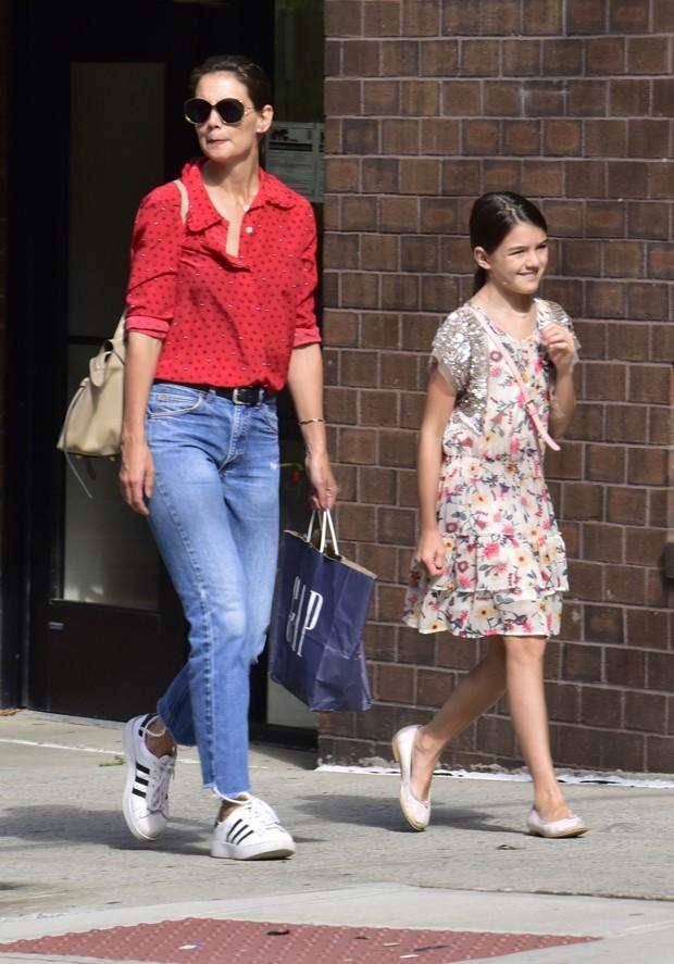 Katie Holmes e a filha, Suri (Foto: Backgrid)