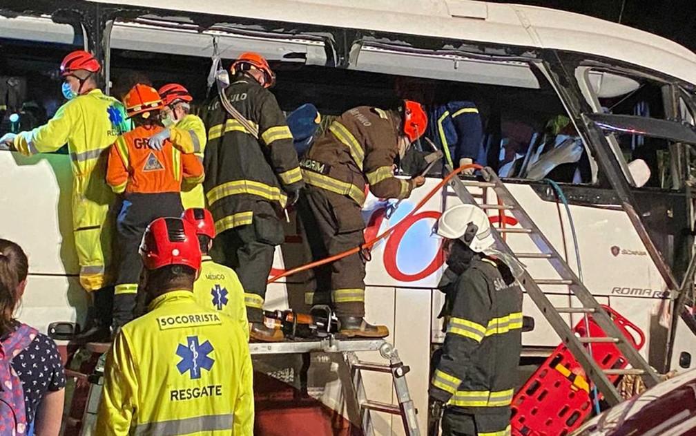 Colisão entre ônibus e caminhão deixa mortos e feridos no interior de SP | Presidente Prudente e Região | G1