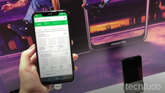 Testamos o Motorola One, celular com Android puro e visual de iPhone X