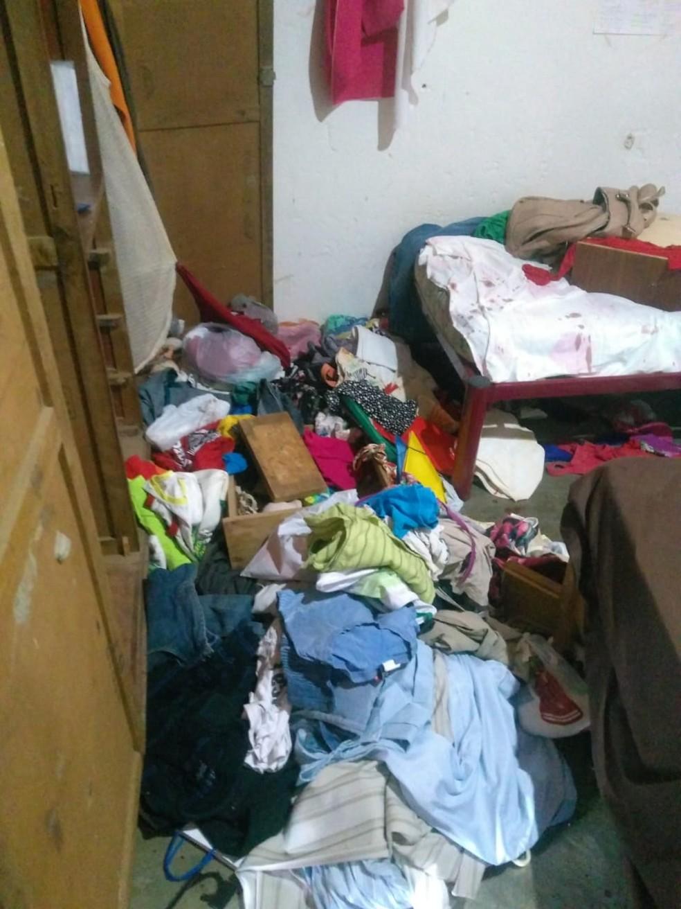 Criminosos fizeram arrastão na casa — Foto: Cedida
