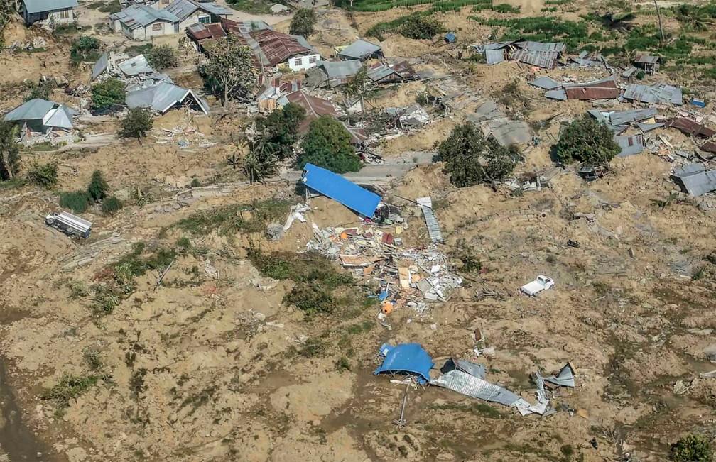 Vista aérea de área destruída em Palu, na ilha de Sulawesi, na Indonésia após tsunami — Foto: ANTARA via Reuters