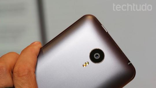 Testamos o Meizu MX4, um curioso smart chinês que roda Ubuntu Phone
