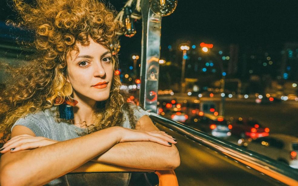 """A DJ de Brasília Karla Testa é um dos nomes que comanda as picapes da 12ª edição da festa """"Contraplano"""" — Foto: Paula Carrubba/Divulgação"""