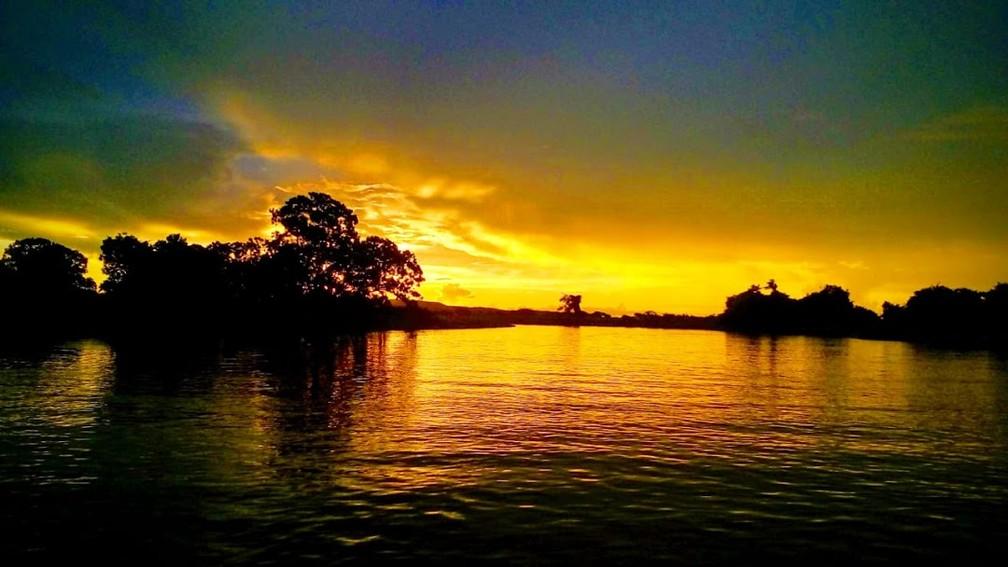 Pôr do sol no Rio Paraguai — Foto: Marcelo Souza/ TVCA