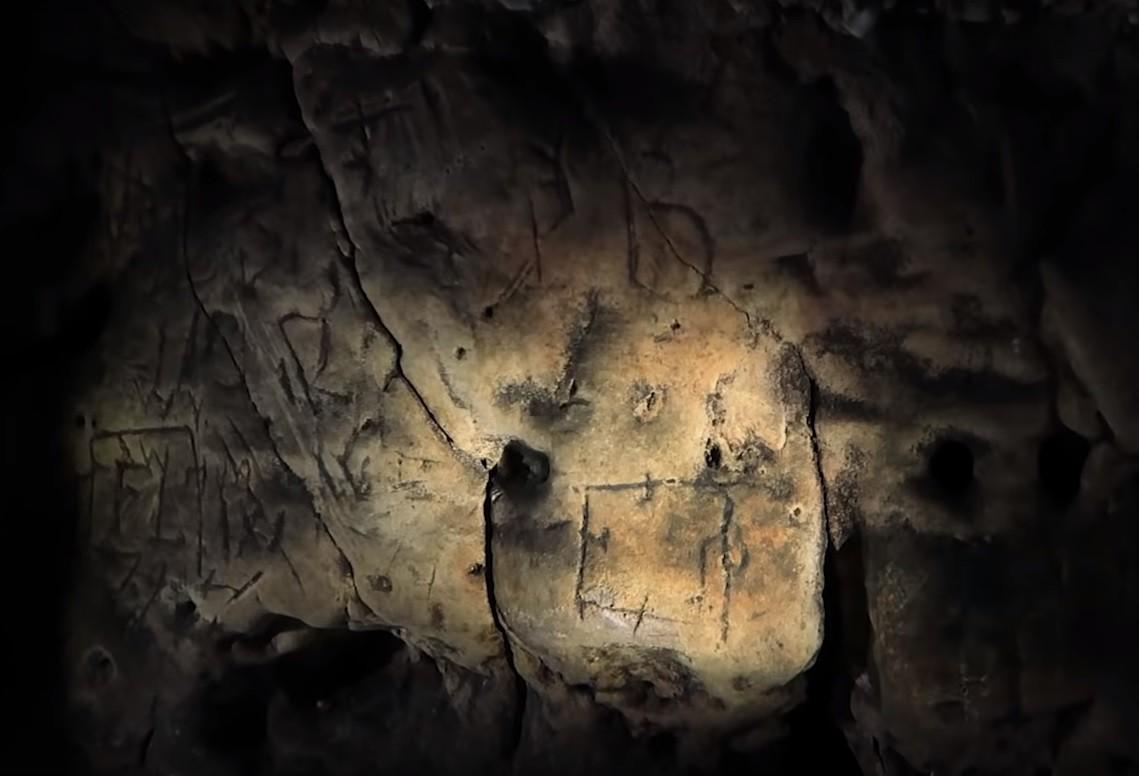 As paredes de Creswell Crags tinham centenas de símbolos bruxos de proteção (Foto: Creswell Crags / YouTube)