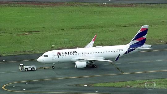Avião da Latam faz pouso forçado em Brasília