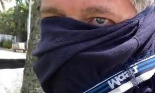 Ator David Cardoso Júnior está internado com Covid-19. É aquele ator bolsonarista, que saiu com uma cueca no rosto contra medidas restritivas