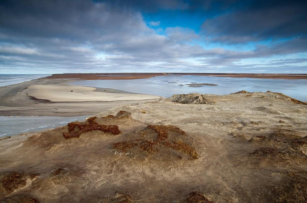 Área em que houve derretimento da camada de permafrost, na península de Yamal, Rússia — Foto: Steve Morgan/Greenpeace/Divulgação