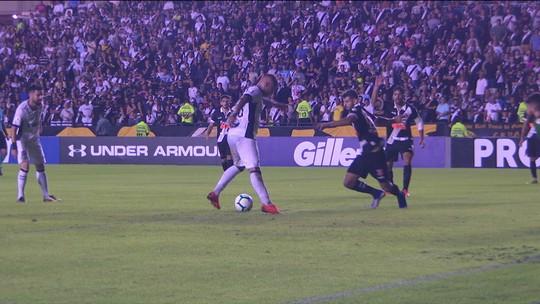 """Enderson diz que 1º tempo foi pífio momento visto por ele no Ceará: """"Vasco mereceu a vitória"""""""